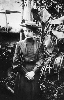 a biography of lise meitner an austrian physicist who worked on radioactivity and nuclear physics Lise meitner was an austrian, later swedish, physicist who worked on radioactivity and nuclear physics meitner was part of the team that discovered nuclear fission, an achievement for which her colleague otto hahn was awarded the nobel prize meitner is often mentioned as one of the most glaring examples of women's scientific achievement overlooked by the nobel committee.