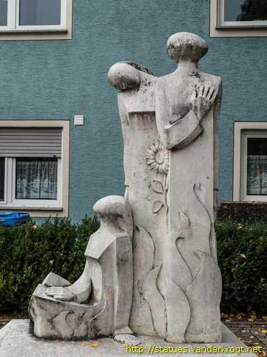 http://www.vanderkrogt.net/statues/Foto/deby/deby404.jpg